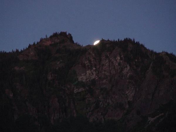 Setting Moon - Oregon Cascades